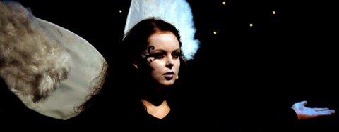 ENGELEN: Marion Mossing under premieren på Gjerdrum amatørteaters forestilling, Innsiden. FOTO: ROAR GRØNSTAD