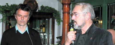 Innleid bydoktor Erling Fossen (t.v.) skal forsøke å finne fram til en ny oppskrift for Kongsvinger i kveldens politiske pub. Uten hjelp av ordfører Arve Bones.