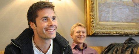 TILBAKE: Lars Iver Strand vender tilbake til TIL. I bakgrunnen agent Torgeir Knutsen. Foto: Terje Pedersen, ANB