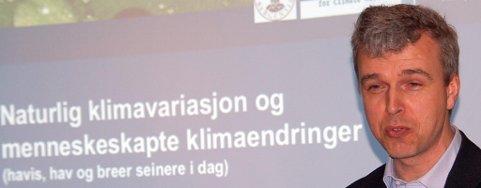 Forsker Helge Drange tegnet et dystert klimabilde på Ballstad.
