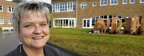 Rektor Kaia Erlandsen ved Polarsirkelen videregående skole er redd for at nedlegging av klasser vil gå ut over læremiljøet ved skolen. Foto: Øyvind Bratt
