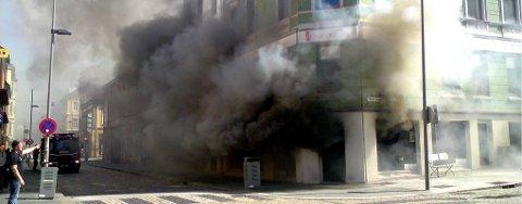Brann i butikken SrfSnoSk8 i sentrum (24.06.09).