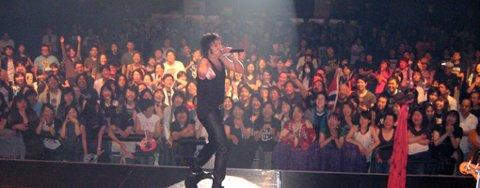 Åge Sten Nilsen trekker tusenvis av mennesker på sine lanseringskonserter i Japan.