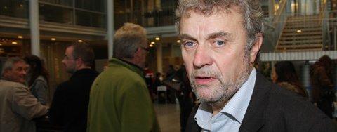 Leder i valgsekretariatet, Arnt P. Pedersen, har god oversikt.