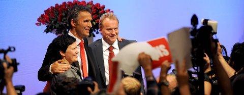 Fire nye år, lød det taktfast fra salen. Og Jens Stoltenberg kunne smile.