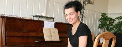 Med et gammelt piano kjøpt på en antikvitetsbutikk i Vadsø forberedte Lilly Jørstad seg til en stor operakonkurransen i Spania.