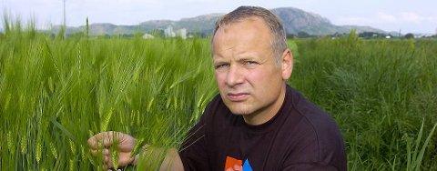 Bonde Lavrans Skanke på Ørlandet i Sør-Trøndelag klagde i 2006 etter at daværende helseminister Sylvia Brustad fortsatt ville forby dyrking av hamp.