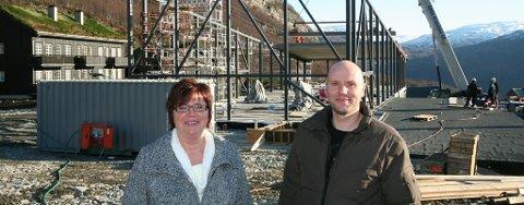 Drivere Elisabeth og Halvor Vågslid er glad for at byggearbeidet så langt er i rute, og håper å åpne dørene i midten av mars 2010. Foto: Jenny Tommsdatter Gabrielsen.
