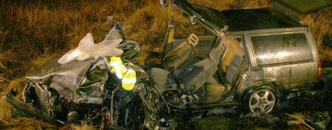 Personbilen ble nærmest smadret i kollisjonen med tankbilen