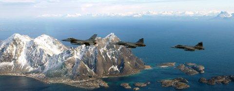 F16 og JAS Gripen sammen i luften