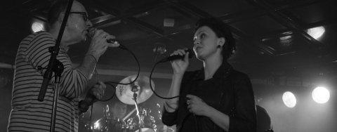 DUETT. Ckris Thompson og Marie-Elise Lindskog i nydelig og vakker duett.