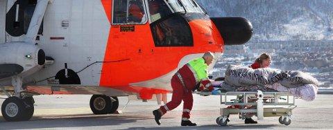 Her fraktes de skadde fra Sea King-helikopteret og inn til behandling på UNN.