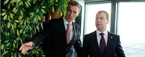 Den russiske presidenten Dmitrij Medvedev vises rundt og nyter utsikten over Oslo fra statsminister Jens Stoltenberg sitt kontor.