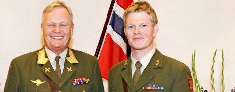 Løytnant Eivind Sunde etter medaljeoverrekkelsen hvor han mottok medalje for Edel dåd av Forsvarssjef General Harald Sunde.