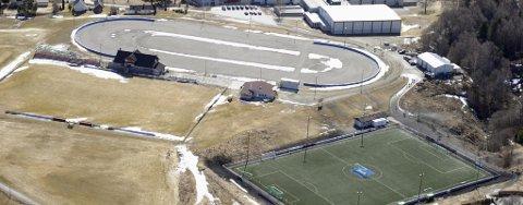 Det kan bli kunstis på Jevnaker stadion allerede høsten 2011, om alt går som JIF skøyter planlegger.