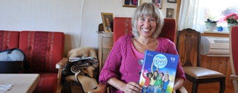 NY BOK: Toril Kristin Sjo med den nye læreboka.