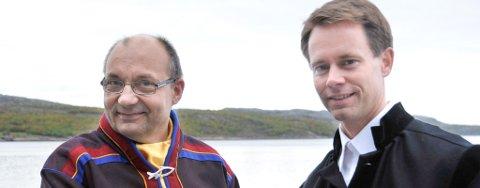 Sametingspresident Egil Olli (t.v.) og Nussir-direktør Øystein Rushfeldt er selv strålende fornøyd med avtalen de signerte onsdag. Foto: Erik Lieungh