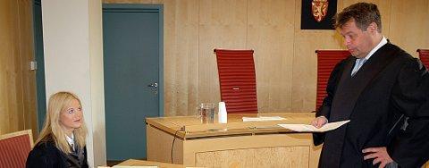 Klar tale. Politiadvokat Gøril Lund og advokat Espen Strøm har stått på hver sin side i saken mot 24-åringen. Tiltalte ble frifunnet for det meste i en dom i klartekst. ? Dommen slår fast at også en klient, ikke bare de ansatte, har krav på vern mot fysisk makt, sier Strøm.