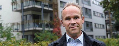 Høyres Jan Tore Sanner mener regjeringen er i ferd med å gradvis øke formuesskatten på bolig.
