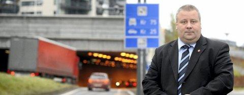 Fremskrittspartiets Bård Hoksrud mener regjeringen svikter i forhold til de løftene som er gitt i nasjonal transportplan.