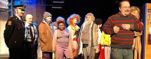 Carl Morten Amundsen (til høyre) gir seg som teatersjef. 12 vil bli hans etterfølger.