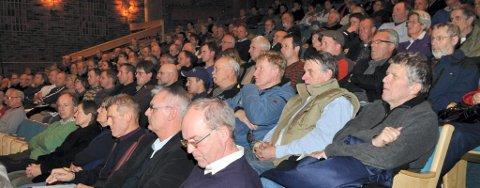 FOLKSOMT: Over 150 personer møtte fram på det åpne møtet om vindmølle-planene på Totenåsen.
