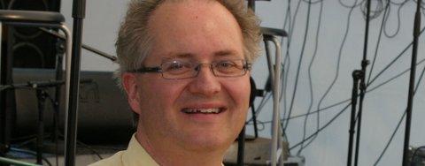 MISFORNØYD: Astrofysiker Knut Jørgen Røed Ødegaard er svært misfornøyd med Hønefoss Ungdomskorps forhåndsomtale av «Kosmisk musikk» som ble fremført på Byscenen i november. Nå krever han kompensasjon for tapte fremtidige inntekter.