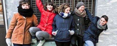 Jentene bak Kjerringråkk 2011 lover en god blanding av skandinaviske, nasjonale og lokale artister. F.v. Kristine Hoff, Sara Bjelvin, Elina Diesen, Elise Pernille Gryt og Lela Ivanov