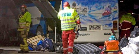 OMKOM: Fem personer omkom i ulykken der både en buss, en minibuss og tre biler var involvert. Ulykken skjedde i Lavangsdalen i Balsfjord kommune fredag kveld.