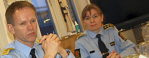 BEKLAGER: Påtaleleder Ellen Kathrine Hætta i Østfinnmark politidistrikt beklager glippen på det sterkeste, men sier at det dessverre skjedde flere feil som gjorde at mannen ble løslatt. Her med politimester Håkon Skulstad.