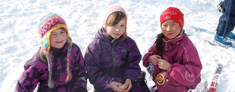 Mange glade barn i solskinnet på Barnas Statkraftrenn i Narvik