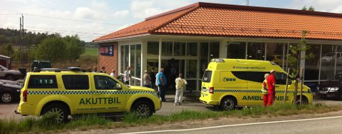 Ambulanser er på plass ved Rema 1000 i Stasjonsbyen.
