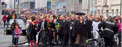 FØRST I TOGET: AUF og Arbeiderpartiets representanter først i folketoget.