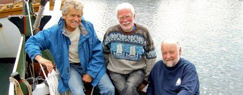 Til Elias Blix-stevne. Leif Sjøbu (t.v.), Svein Erik Berg og Per Christian Lund tar opp igjen tradisjonen med postskyss for tradisjonsbåter. Neste lørdag legger de ut med «Hæringen» og vil ha mange med.