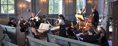 Turne: Under den pågående turneen består Helgeland Sinfonietta av 15 musikere. Fredag gjestet de Nesna. Foto: Eirik Fiksdal Berglund