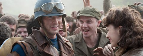 SOLDATENES HELT: Regissør Joe Johnston får frem mange gode poeng knyttet til Captain Americas tilblivelse.    Foto: Filmweb