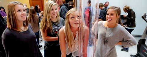 Fra venstre: Anne Åsen, Anna Bergheim, Eva Støver og Ingrid Rye-Holmboe synes utstillingen var artig.