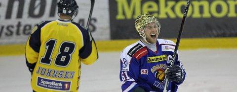 Petter Witnes jubler etter scoring mot Storhamar.