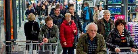 STOR TRAFIKK: Stadig flere, og folk som er bosatt i Oslo, finner veien til kjøpesenteret i Charlottenberg, som i år vil runde 1,5 milliarder kroner i omsetning.