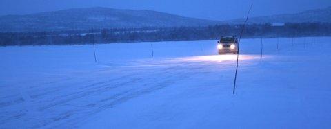 KJØRER PÅ ELVA: Strekninga over Tanaelva er nå trygg å ferdes på med personbil.