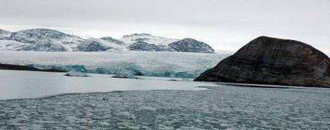 Kronebreen i Kongsfjorden er en av isbreene på Svalbard som er i ferd med å smelte.