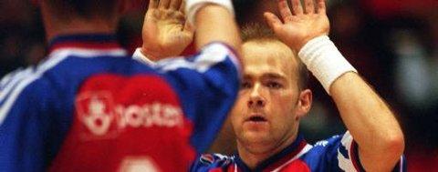 Eks-håndballspiller Geir Oustorp er Byåsens nye trener. Og laget går for å slå selveste Larvik og sikre seg seriegullet.