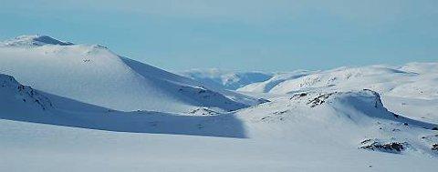 En 70-åring er savnet etter en skitur i fjellet i Hordaland.