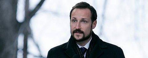 Kronprins Haakon kommer til nynorskbygda for å gjennomføre treplanting og for å åpne Aasen-tunets nye utescene.