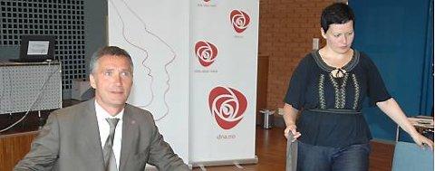 Statsminister Jens Stoltenberg og Helga Pedersen på sentralstyremøte i Arbeiderpartiet på Sørmarka i dag.
