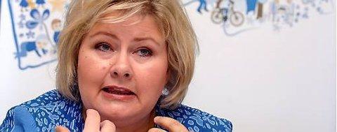 Høyre-leder Erna Solberg fastslår at den økonomiske politikken går til kjernen av uenigheten med Fremskrittspartiet. Men hun avviser ikke muligheten for at partiene kan finne sammen.