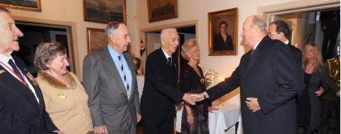 Kong Harald var til stede på urpremieren til dokumentarfilmen «Krigsseilerne - med æren i behold».