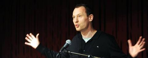 Nikolaj Frobenius har fått ungdommens kritikerpris for romanen «Jeg skal vise dere frykten»
