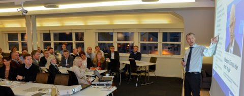 Konserndirektør Oddmund Åsen i Sparebanken Nord-Norge presenterte Konjunkturbarometer for Nord-Norge høsten 2011 foran over 40 oppmøtte i Næringslivets hus i Bodø mandag morgen.