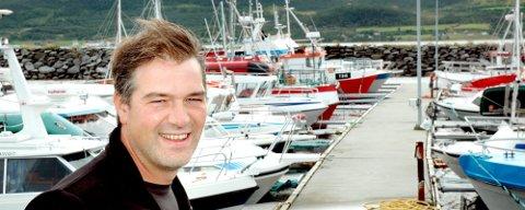 Karlsøy-ordfører Bent Gabrielsen kommer i et åpent brev med sterk kritikk til partifelle og statsminister Jens Stoltenberg.